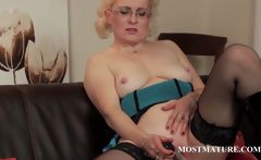 Mature in glasses vibrating her big snatch