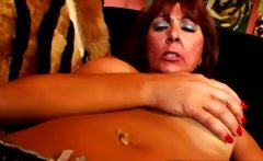 Mature pussy gets pink toy