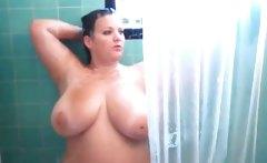 Amateur BBW caught taking a shower